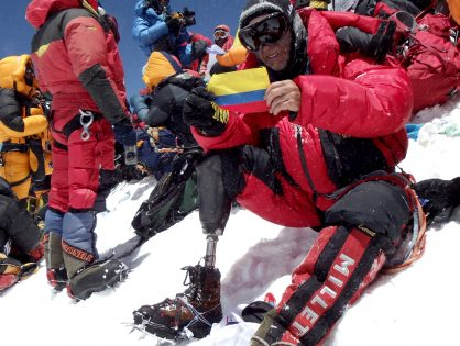 He did it! Columbian amputee reaches the summit of Mt. Everest